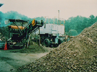 コンクリート破砕機にて再生資源化を図ります。